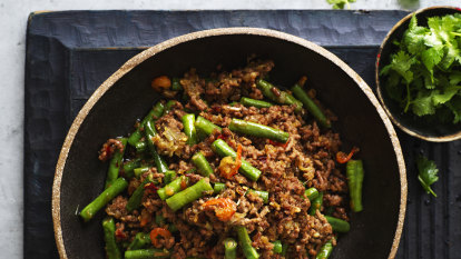 Stir-fried beef with snake beans