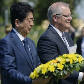 Japan PM Shinzo Abe lays wreath at Australian war site in symbolic gesture