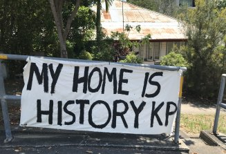 Brisbane's oldest suburb, Kangaroo Point, is facing the pressures of over-development its residents say. Three pre-1911 homes are being shifted.