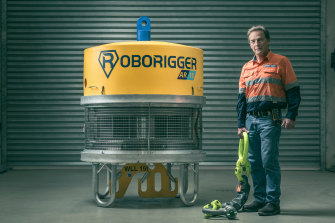 Derick Markwell with his Roborigger system.