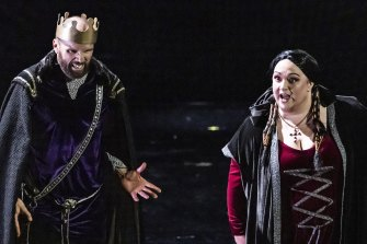 Simon Meadows and Helena Dix star in Melbourne Opera's <i>Macbeth.