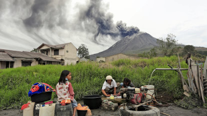 Indonesia's Sinabung volcano spews new burst of hot ash