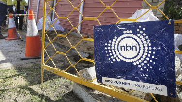 850 NBN staff paid more than $200,000 amid government pay crackdown