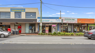 A standalone shop sold in the tightly held retail strip of Clayton Road for $1.55 million.
