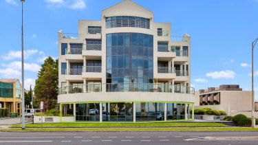 Brighton-based owner occupiers and investors were keen on 1/36 The Esplanade.