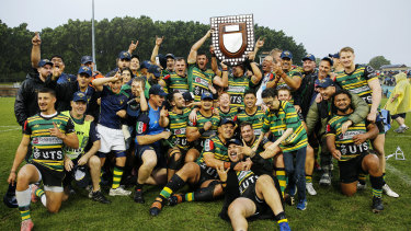 Gordon players with the Shute Shield after their 28-8 victory over Eastwood in 2020.