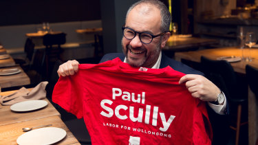 British Tory MP Paul Scully accepts a Labor t-shirt presented to him by his Australian Labor party namesake.