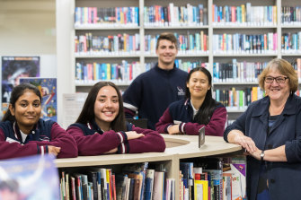 Keilor Downs College principal Linda Maxwell with some of her students, who thrived despite COVID disruptions.  Keilor Downs was named a Schools that Excel winner among western Melbourne government schools.