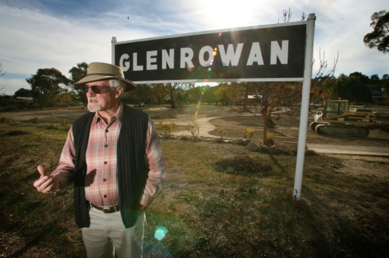 Ian Jones in 2006, at Glenrowan, at the site of Ned Kelly's last stand.