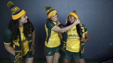 Grace Hamilton, centre, with Wallaroos teammates Eva Karpani (left) and Mahalia Murphy.