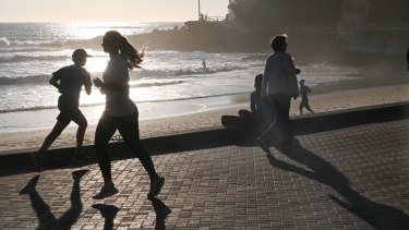 Sydney's warm temperatures will give way to a cool change on Friday afternoon.