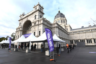 Melburnians line up to be vaccinated against COVID-19 at the Royal Exhibition Building this week.