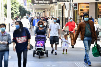 Shoppers returned to the streets of Melbourne on Wednesday.