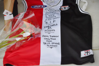A fan left a message on a Saints jumper for Frawley, who passed away on Monday.