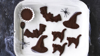 Helen Goh's Halloween cats, bats and witches' hats