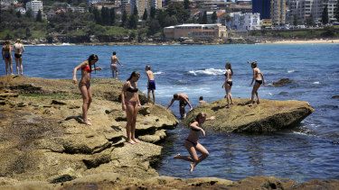 Sea breezes will keep the mercury in Sydney's coastal suburbs in the low 30s from Friday.