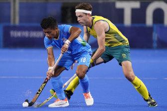 India's Nilakanta Sharma and Australia's Flynn Andrew Ogilvie battle for the ball.