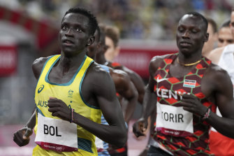 Peter Bol pushes hard in the 800m final in Tokyo.