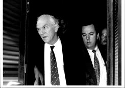 Chester Porter (left) at the ICAC investigation into the Metherell affair in 1992.