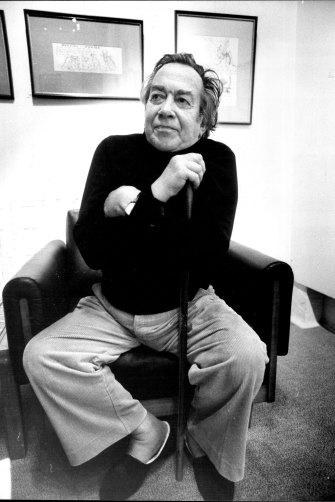 The late Donald Friend at the Holdsworth Galleries in Woollahra in 1979.