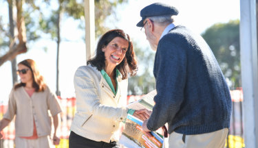 Julia Banks, independent candidate for Flinders, hands out how to vote cards at Osborne Primary School in Mount Martha.