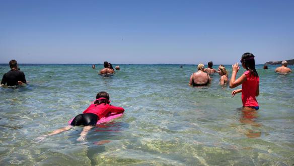 Sydneysiders urged to stay indoors as heatwave worsens