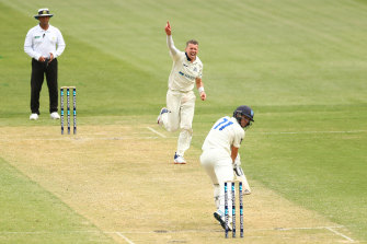 Peter Siddle in action on day one of the Sheffield Shield match between Victoria and NSW at the MCG.