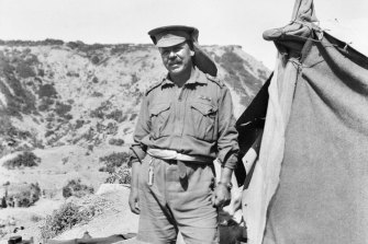 Chaplain Walter Dexter outside his tent at Gallipoli.
