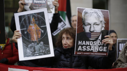 In last days of Trump presidency, Assange supporters push for pardon