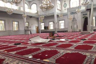 Police have been told a man entered Auburn Gallipoli Mosque and allegedly smashed various items, including antique chandeliers and 13 large windows, causing an estimated $100,000 worth of damage.