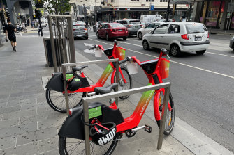 There are 400 Lime share bikes on Melbourne's streets.