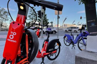 Two e-mobility operators will add 800 dockless bikes to a growing fleet of electric scooters on Brisbane streets within weeks.
