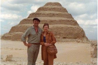 John Olsen dan Valerie Strong di Mesir pada tahun 1978.