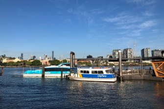 CityCat and CityHopper ferries atthe Bulimba terminal, looking across to Teneriffe.