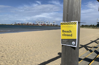 "A ""beach closed"" sign in City of Port Phillip."