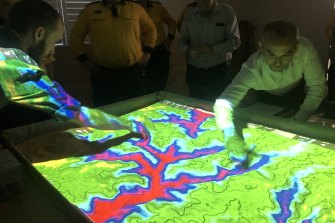 A fire plan workshop run by Ku-ring-gai Council's Climate Wise Communities program uses a 3D simulation to show how a fire wouldaffect their homes.