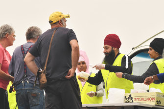 Sikh volunteers hand out meals at the Bairnsdale relief centre