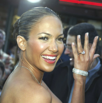 Singer/actor J.Lo with her pink diamond engagement ring in 2003.