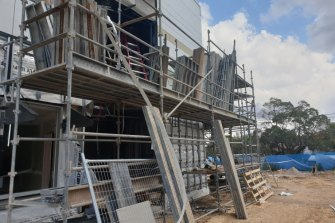 A union has raised concern a school site on Sydney's lower north shore  was overloading scaffolding.