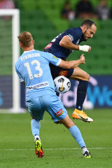 The Mariners' Marco Urena and Nathaniel Atkinson vie for possession.
