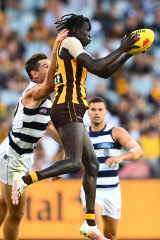 Changkuoth Jiath marks strongly in front of Geelong star Tom Hawkins.