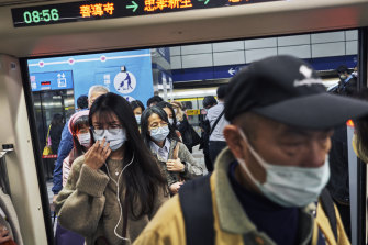 Taiwan is tracing over 100 close contacts of a woman who caught coronavirus from a pilot who had flown to the US.