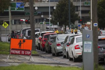 Hundreds of people line up in their cars for a COVID-19 test in South Melbourne on Wednesday.