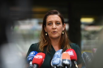 Munich prosecutor Anne Leiding announces the charges against the former Wirecard managers.
