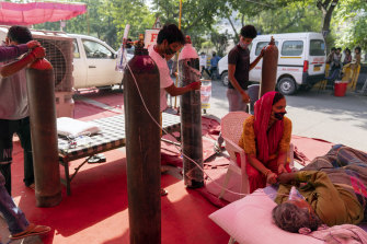 Volunteers prepare oxygen cylinders, provided by Khalsa Help International, for COVID-19 patients in the Indirapurma township of Ghaziabad, Uttar Pradesh  on Tuesday.
