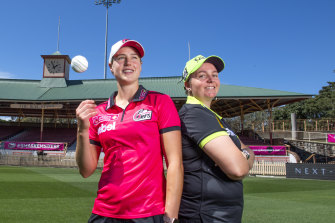 Sixers captain Ellyse Perry with the Thunder's Rachel Priest.
