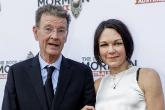 Symons is now dating doctor and writer Karen Hitchcock, who he met in 2016.
