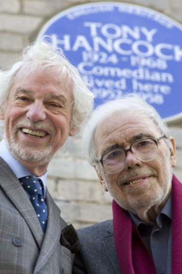 Ray Galton (left) and Alan Simpson in front of an English Heritage blue plaque, 2014.