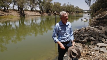 Tony Burke, federal Labor's environment spokesman, visited the site of the massive fish kill at Menindee.