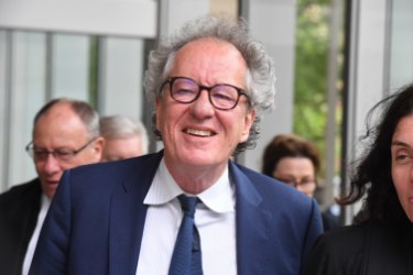 Geoffrey Rush awarded $850,000 in defamation win against tabloid